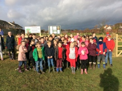 Pupils from Farmilo who helped plant trees